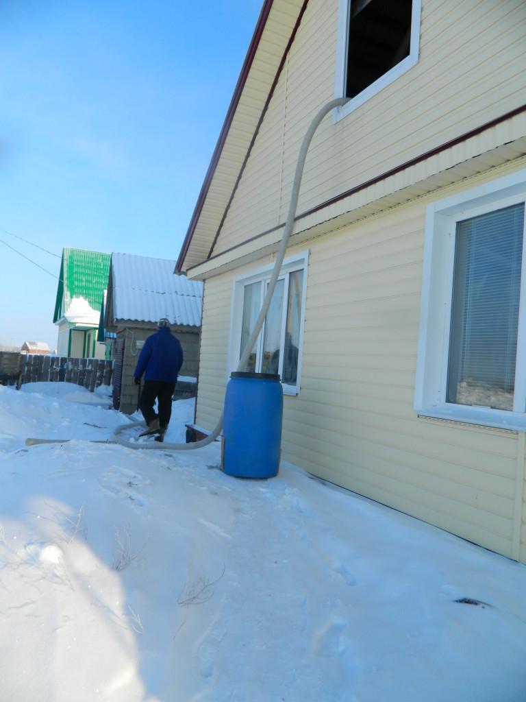 подготовка оборудования для напыления на чердак 768x1024 Утепление чердака жилого дома по ул.Нагайская   фотоотчет