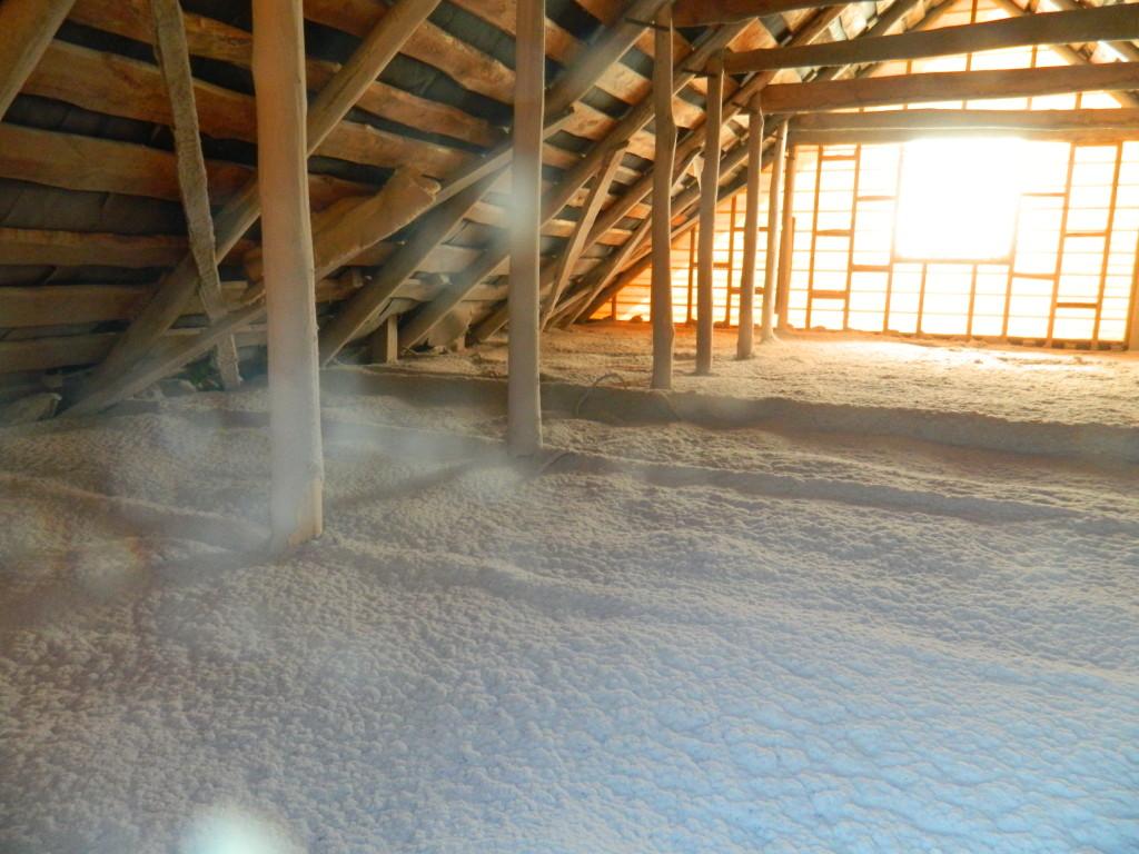 чердак утеплили эковатой 1024x768 Утепление чердака жилого дома по ул.Нагайская   фотоотчет